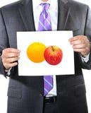 Confrontando le mele agli aranci Fotografia Stock Libera da Diritti