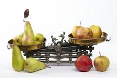 Confronti le mele alle pere Fotografia Stock