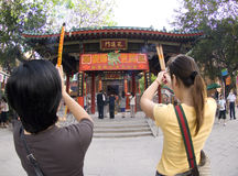 Confuciaans van Verandagebeden Onsterfelijk Wong Prayer Kau CIM Insence van Sik Sik Yuen Wong Tai Sin Temple Religion Great Royalty-vrije Stock Foto's