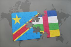 confunda com a bandeira nacional da República Democrática do Congo e de Central African Republic democráticos em um mapa do mundo Fotografia de Stock