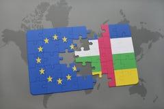 confunda com a bandeira nacional da União Europeia e do Central African Republic em um fundo do mapa do mundo Imagem de Stock Royalty Free