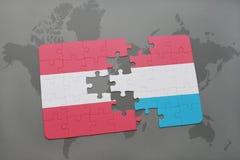 confunda com a bandeira nacional de Áustria e de luxembourg em um fundo do mapa do mundo Foto de Stock Royalty Free