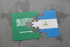 confunda com a bandeira nacional de Arábia Saudita e de Nicarágua em um fundo do mapa do mundo Fotos de Stock Royalty Free
