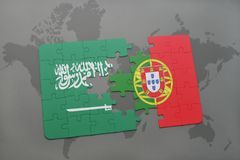 confunda com a bandeira nacional de Arábia Saudita e de Portugal em um fundo do mapa do mundo Imagem de Stock