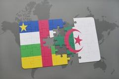 confunda com a bandeira nacional de Central African Republic e de Argélia em um mapa do mundo Imagem de Stock Royalty Free