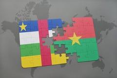 confunda com a bandeira nacional de Central African Republic e de Burkina Faso em um mapa do mundo Imagens de Stock Royalty Free