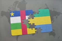 confunda com a bandeira nacional de Central African Republic e de gabon em um mapa do mundo Foto de Stock