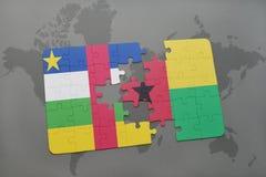 confunda com a bandeira nacional de Central African Republic e de Guiné-Bissau em um mapa do mundo Fotografia de Stock