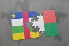 confunda com a bandeira nacional de Central African Republic e de madagascar em um mapa do mundo Fotos de Stock