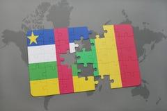 confunda com a bandeira nacional de Central African Republic e de mali em um mapa do mundo Foto de Stock