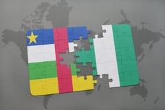 confunda com a bandeira nacional de Central African Republic e de Nigéria em um mapa do mundo Imagem de Stock Royalty Free