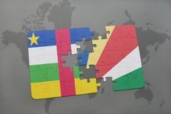 confunda com a bandeira nacional de Central African Republic e de seychelles em um mapa do mundo Fotos de Stock Royalty Free