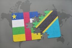 confunda com a bandeira nacional de Central African Republic e de Tanzânia em um mapa do mundo Fotografia de Stock