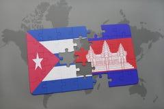 confunda com a bandeira nacional de Cuba e de cambodia em um fundo do mapa do mundo Imagens de Stock