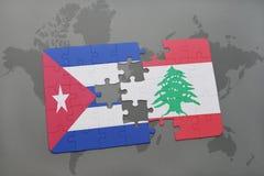 confunda com a bandeira nacional de Cuba e de Líbano em um fundo do mapa do mundo Fotografia de Stock Royalty Free