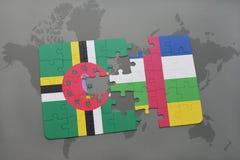 confunda com a bandeira nacional de dominica e de Central African Republic em um mapa do mundo Fotografia de Stock