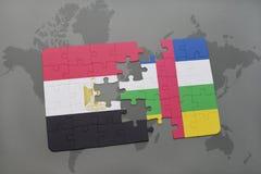confunda com a bandeira nacional de Egito e de Central African Republic em um mapa do mundo Fotografia de Stock Royalty Free