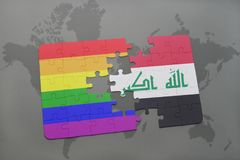 confunda com a bandeira nacional de Iraque e a bandeira alegre do arco-íris em um fundo do mapa do mundo Fotografia de Stock