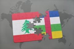 confunda com a bandeira nacional de Líbano e de Central African Republic em um fundo do mapa do mundo Fotos de Stock