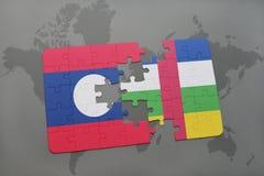 confunda com a bandeira nacional de laos e de Central African Republic em um mapa do mundo Fotografia de Stock