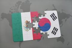 confunda com a bandeira nacional de México e de Coreia do Sul em um fundo do mapa do mundo Imagens de Stock Royalty Free