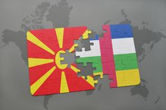 confunda com a bandeira nacional de Macedônia e de Central African Republic em um mapa do mundo Fotos de Stock Royalty Free