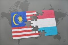 confunda com a bandeira nacional de malaysia e de luxembourg em um fundo do mapa do mundo Fotografia de Stock