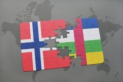 confunda com a bandeira nacional de Noruega e de Central African Republic em um mapa do mundo Foto de Stock Royalty Free