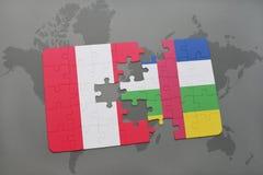 confunda com a bandeira nacional de peru e de Central African Republic em um mapa do mundo Imagem de Stock Royalty Free