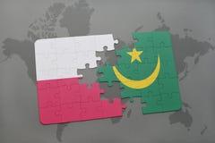 confunda com a bandeira nacional de poland e de Mauritânia em um fundo do mapa do mundo Fotografia de Stock