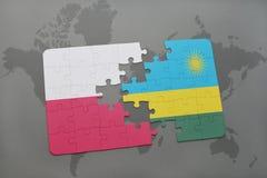 confunda com a bandeira nacional de poland e de rwanda em um fundo do mapa do mundo Fotografia de Stock