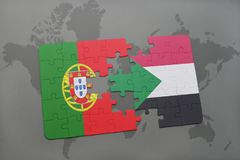 confunda com a bandeira nacional de Portugal e de Sudão em um fundo do mapa do mundo Foto de Stock Royalty Free