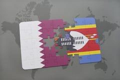 confunda com a bandeira nacional de qatar e de Suazilândia em um fundo do mapa do mundo Imagem de Stock