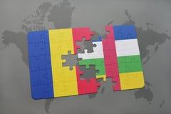 confunda com a bandeira nacional de romania e de Central African Republic em um mapa do mundo Foto de Stock Royalty Free