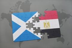 confunda com a bandeira nacional de scotland e de Egito em um mapa do mundo Imagens de Stock