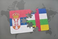 confunda com a bandeira nacional de serbia e de Central African Republic em um mapa do mundo Foto de Stock