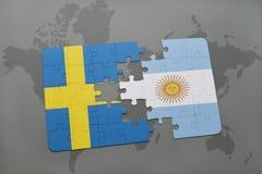 confunda com a bandeira nacional de sweden e de Argentina em um fundo do mapa do mundo Imagem de Stock