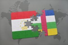 confunda com a bandeira nacional de tajikistan e de Central African Republic em um mapa do mundo Fotografia de Stock Royalty Free