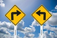 Confunda o sinal de estrada e o céu agradável Fotos de Stock