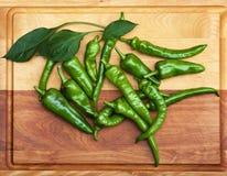Confusão de pimentas verdes Fotografia de Stock