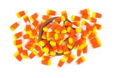 Confusão do milho de doces de Dia das Bruxas com bacia imagem de stock