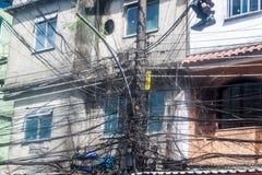 Confusão dos fios no favela Rocinha fotografia de stock royalty free