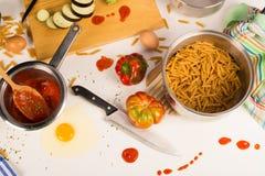 Confusão na cozinha Imagens de Stock
