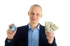 Confused бизнесмен с будильником и стогом денежных средств в кассе Время принципиальная схема дег Стоковые Фотографии RF
