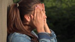 Confused предназначенные для подростков девушка или персона осадки Стоковое фото RF