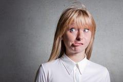 confused hjälpkvinna Arkivbild