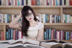 Confused student reading many books 1 Royalty Free Stock Photos