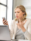 Confused woman with cell phone Royalty Free Stock Photos