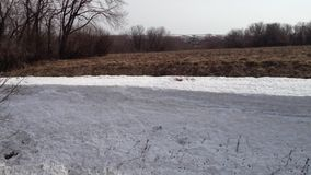 Congère de neige pendant l'hiver banque de vidéos