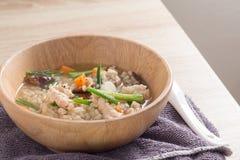 Congee asiatico con carne di maiale nel bianco Immagini Stock Libere da Diritti